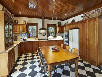 Country kitchen-dining kitchen design using hardwood - Kitchen Photo 670351