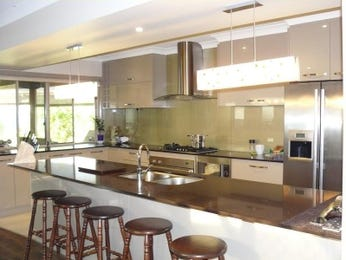 Retro island kitchen design using stainless steel - Kitchen Photo 885096