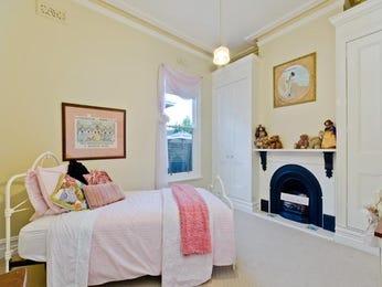 Children's room bedroom design idea with carpet & built-in wardrobe using cream colours - Bedroom photo 760564