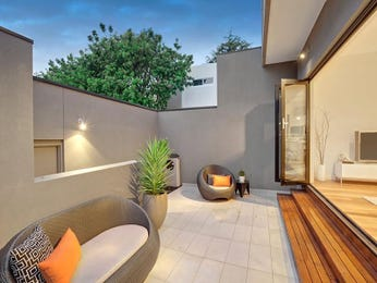 Outdoor living design with retaining wall from a real Australian home - Outdoor Living photo 7852185