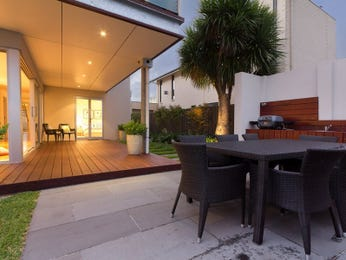 Outdoor living design with deck from a real Australian home - Outdoor Living photo 914207