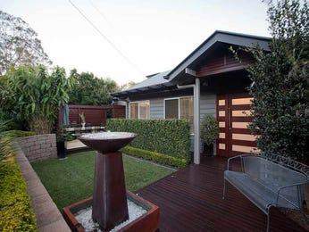 Landscaped garden design using brick with deck & hedging - Gardens photo 1477542