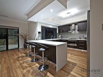 Modern u-shaped kitchen design using floorboards - Kitchen Photo 329215