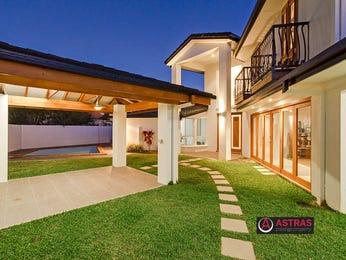 Low maintenance garden design using grass with balcony & decorative lighting - Gardens photo 1518009