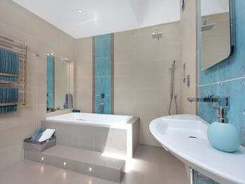 Modern bathroom design with recessed bath using tiles - Bathroom Photo 830799