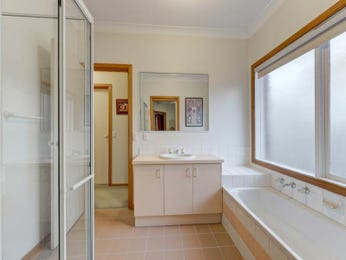 Classic bathroom design with recessed bath using ceramic - Bathroom Photo 1211792