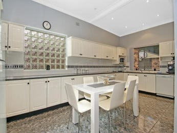 Modern single-line kitchen design using frosted glass - Kitchen Photo 1469662