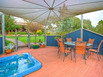 Enclosed outdoor living design with outdoor dining & outdoor furniture setting using timber - Outdoor Living Photo 1299961