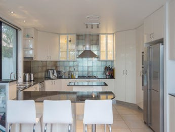 Frosted glass in a kitchen design from an Australian home - Kitchen Photo 8617437
