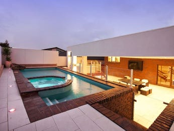 In-ground pool design using brick with glass balustrade & decorative lighting - Pool photo 333243