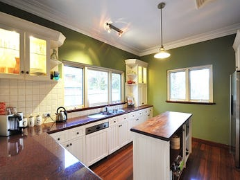 Classic island kitchen design using floorboards - Kitchen Photo 1545103