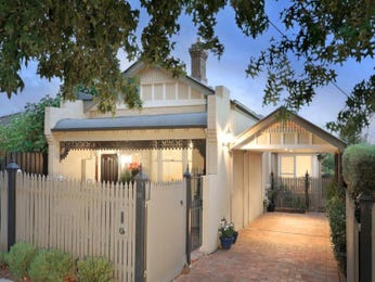 Brick victorian house exterior with picket fence & feature lighting - House Facade photo 915969