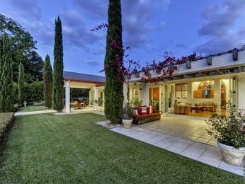 Landscaped garden design using grass with outdoor dining & decorative lighting - Gardens photo 926254