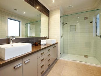 Classic bathroom design with twin basins using ceramic - Bathroom Photo 961343