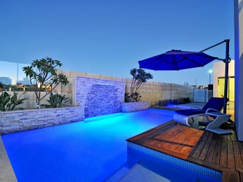 Geometric pool design using bluestone with decking & decorative lighting - Pool photo 1187242
