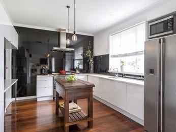 Modern open plan kitchen design using floorboards - Kitchen Photo 17209373