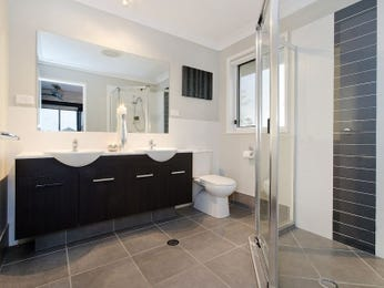 Classic bathroom design with twin basins using ceramic - Bathroom Photo 542103