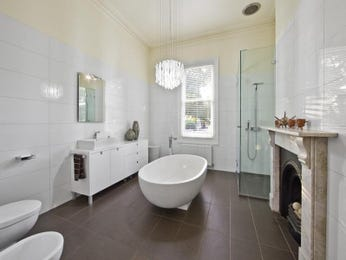 Classic bathroom design with freestanding bath using ceramic - Bathroom Photo 764080