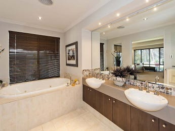 Classic bathroom design with recessed bath using ceramic - Bathroom Photo 1193974