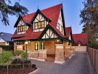 Pavers edwardian house exterior with porch & landscaped garden - House Facade photo 1561170