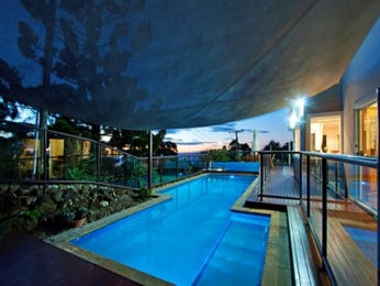 In-ground pool design using grass with glass balustrade & latticework fence - Pool photo 337024