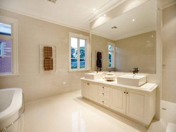 Classic bathroom design with freestanding bath using marble - Bathroom Photo 368473