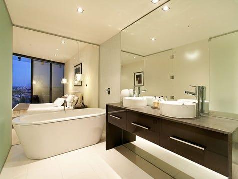 Dbl sink by standalone bath