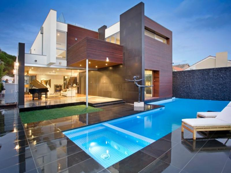 Swim spa pool design using glass with outdoor dining for Swimming pool spa designs