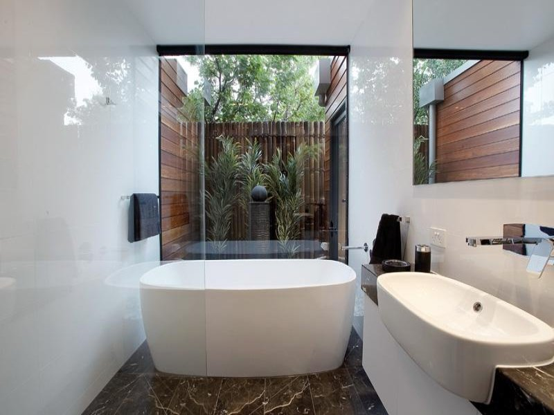Modern Bathroom Design With Freestanding Bath Using Frameless Glass Bathroom Photo 138378