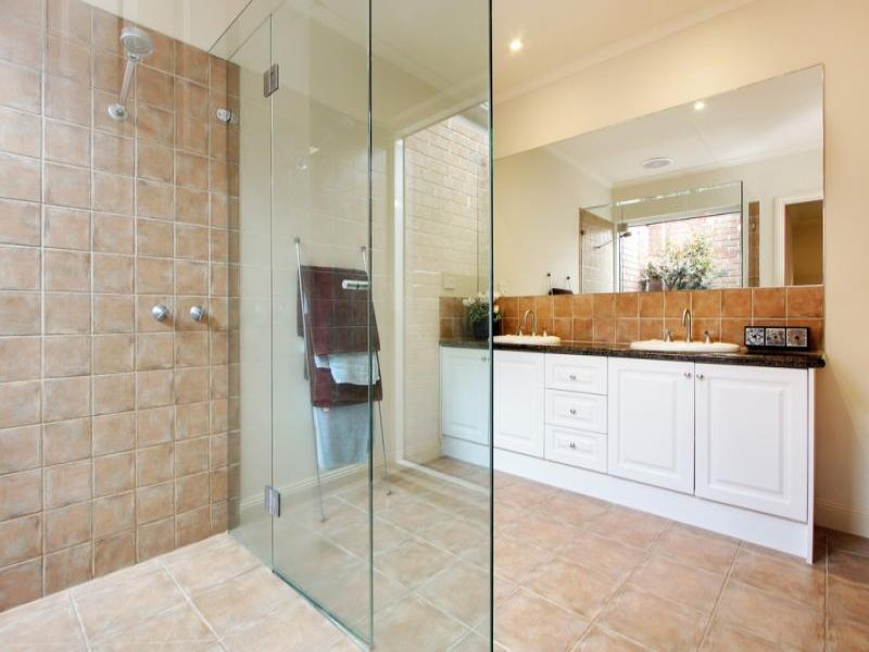 Modern bathroom design with freestanding bath using frameless
