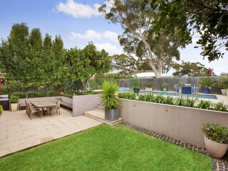 Low maintenance garden design using grass with outdoor for Back garden designs australia