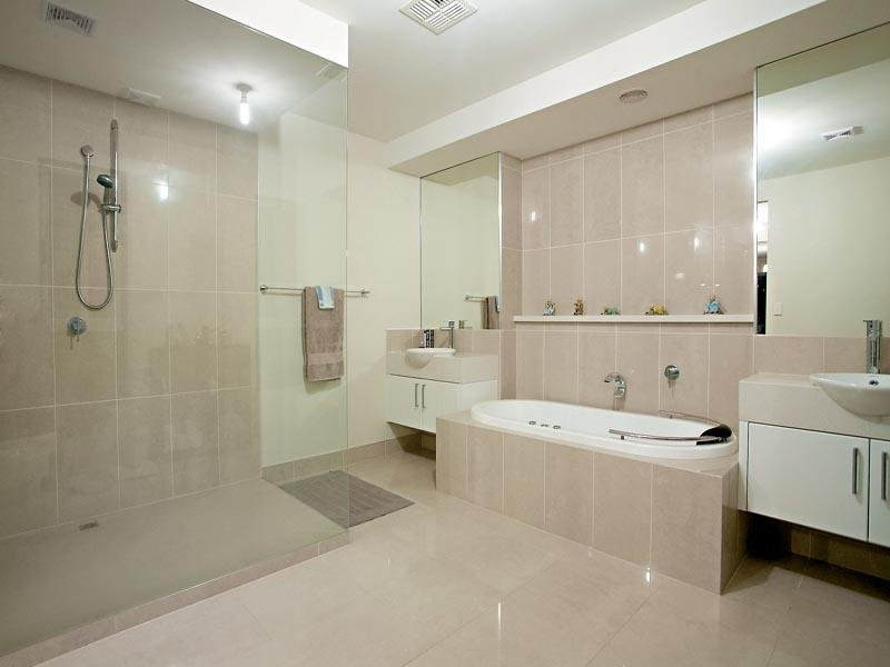 Modern Bathroom Design With Spa Bath Using Tiles Bathroom Photo 420276