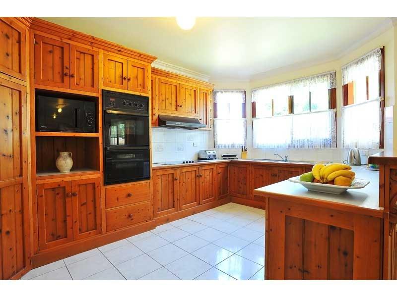 Kitchens image browns whites 363100 for Country kitchen ideas australia