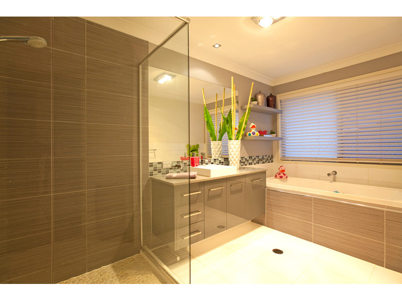 Modern Bathroom Design With Corner Bath Using Tiles