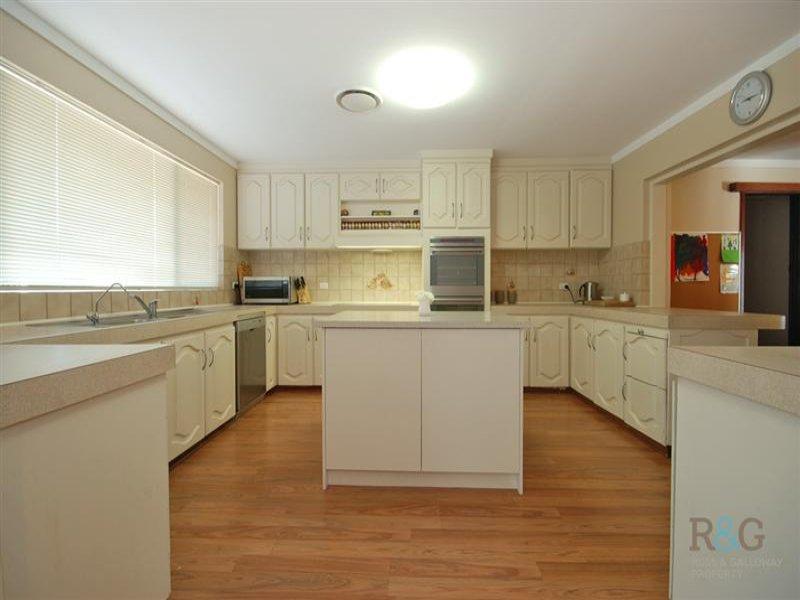Modern open plan kitchen design using floorboards - Kitchen Photo ...
