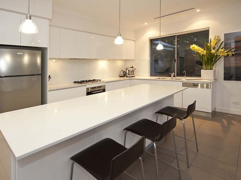 Modern l shaped kitchen design using laminate kitchen for L shaped kitchen designs