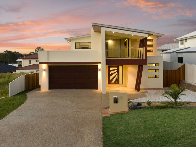 Concrete modern house exterior with balcony landscaped - Protruding balcony modern house plans ...