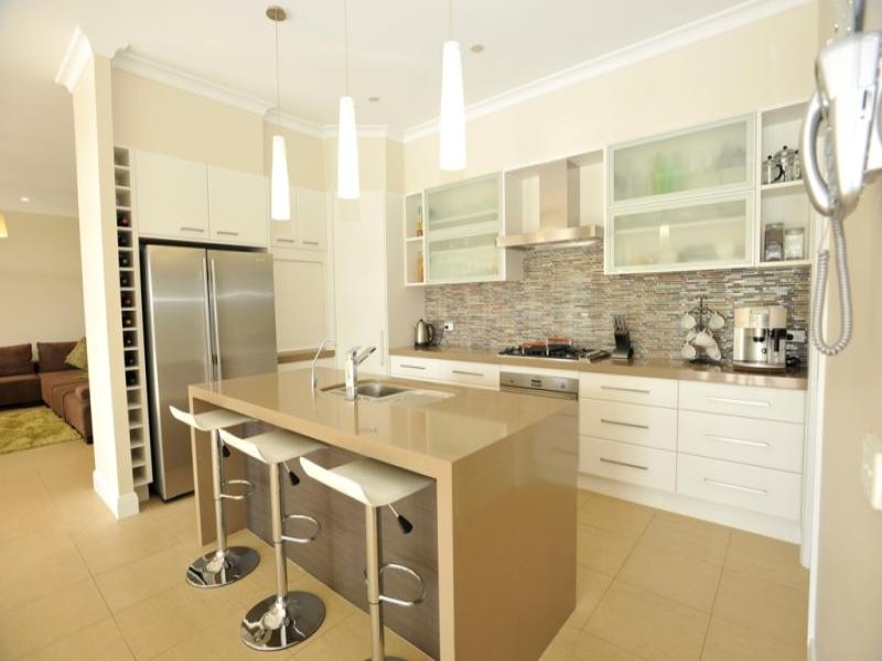 Classic galley kitchen design using frosted glass for Great galley kitchen designs