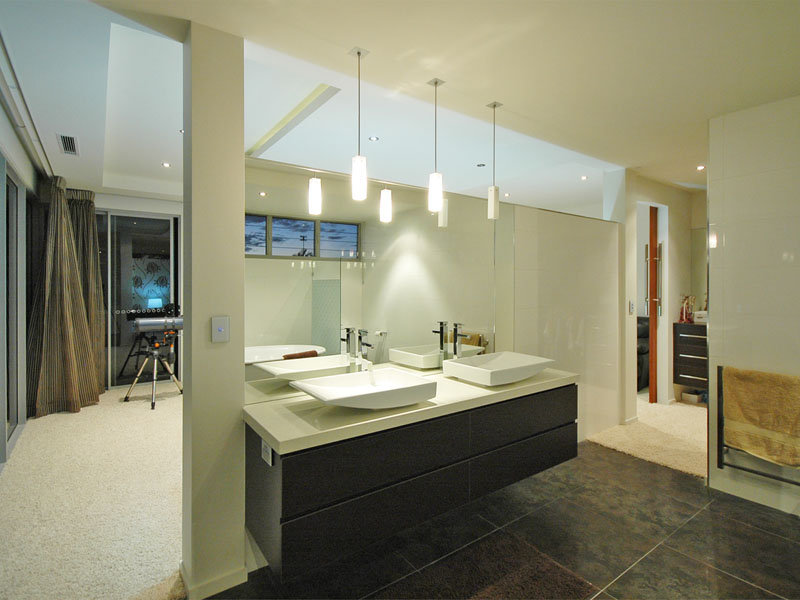 Country Bathroom Design With Floor-to-ceiling Windows