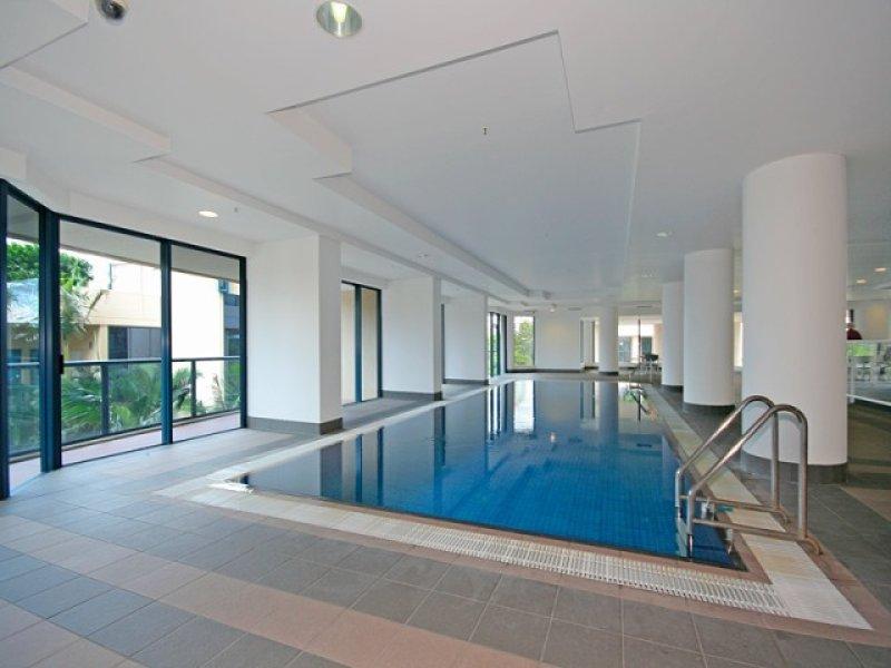 Geometric pool design using tiles with verandah & decorative lighting - Pool photo 384297