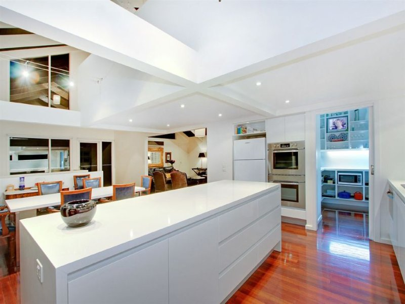 Modern kitchen-dining kitchen design using floorboards - Kitchen Photo 432424
