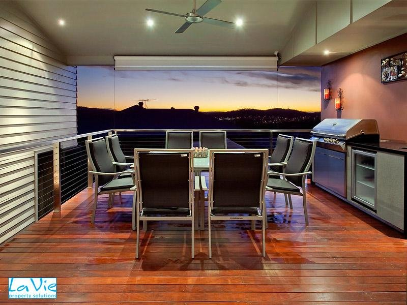 Enclosed Outdoor Living Design With Balcony Outdoor