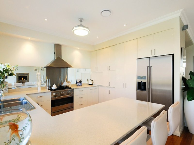 Pendant lighting in a kitchen design from an australian for Kitchen ideas australia