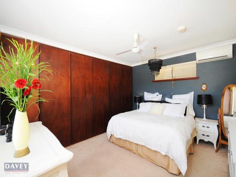 classic bedroom design idea with carpet built in wardrobe using