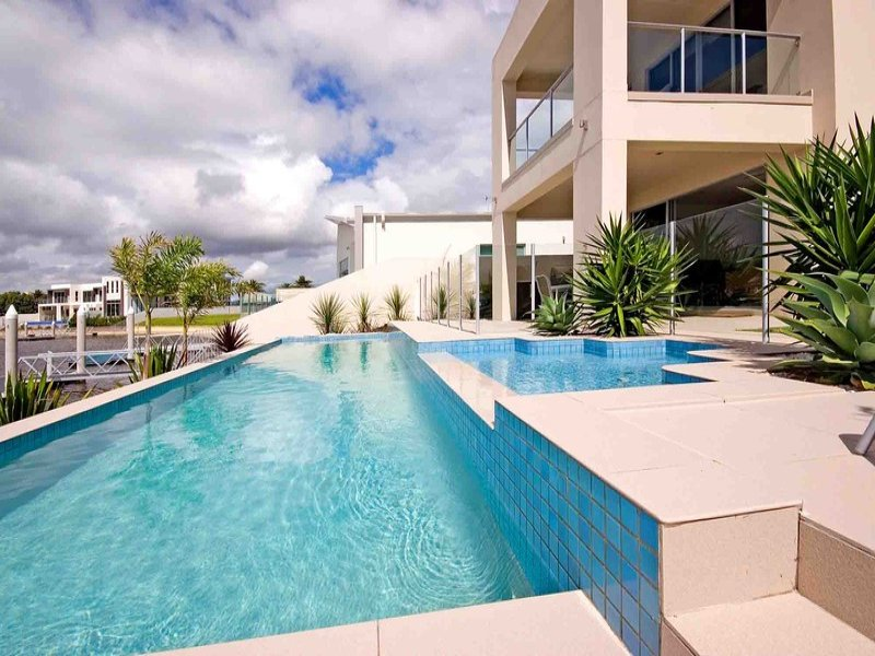 Photo of a geometric pool from a real Australian home - Pool photo 394284