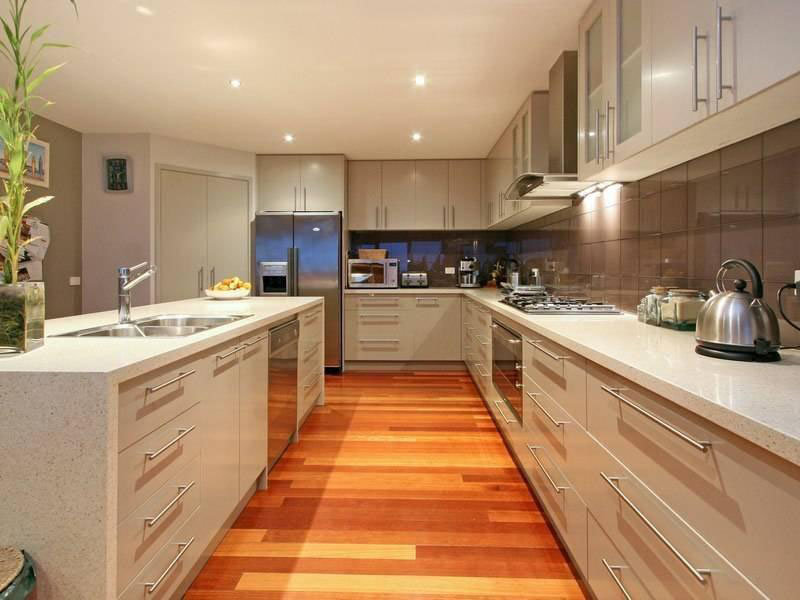 Classic island kitchen design using laminate kitchen for Latest kitchen island designs