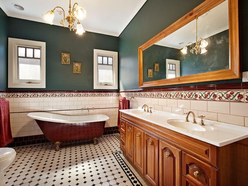 Classic bathroom design with spa bath using tiles bathroom photo - Classic Bathroom Design With Claw Foot Bath Using Ceramic Bathroom