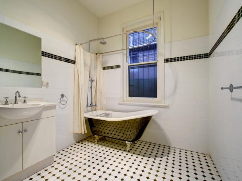 Retro bathroom design with claw foot bath using tiles for Retro bathroom designs
