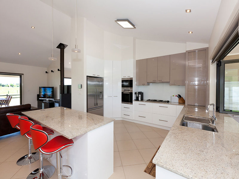 Marble in a kitchen design from an australian home for Kitchen ideas australia