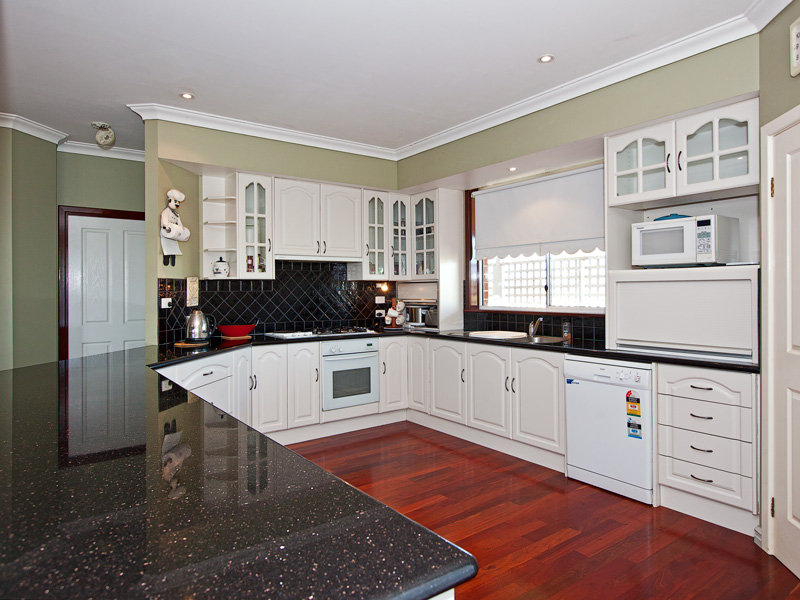 Floorboards In A Kitchen Design From An Australian Home Kitchen Photo 772567